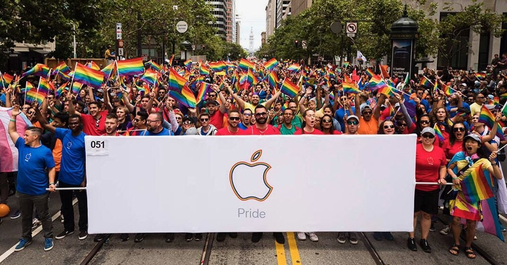 arrival of a new sphere to the Apple Watch, on the occasion of Pride Day