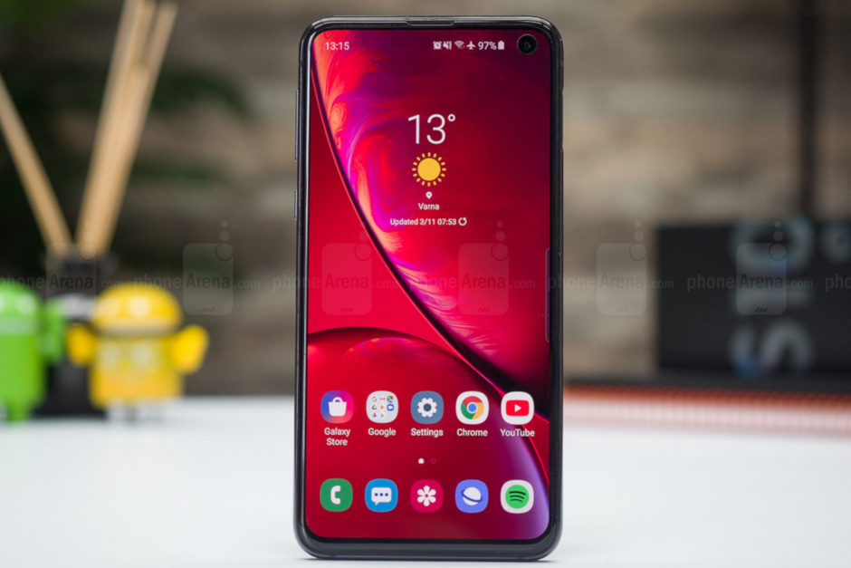 Samsung-leaves-feature-off-of-the-Galaxy-S10e-to-keep-the-price-down