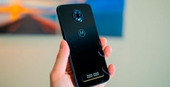 Moto Z4 is listed on Amazon with Snapdragon 675 and screen with drop notch