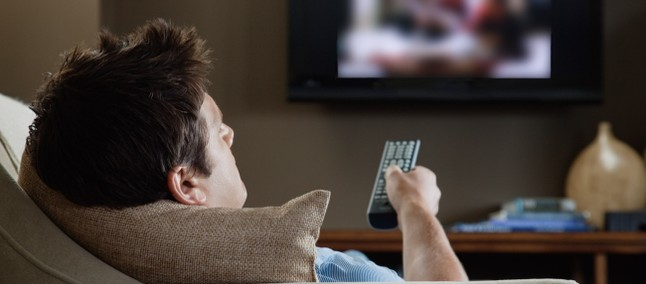 TV linked while sleeping contributes to weight gain says research