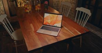 Apple plans MacBook