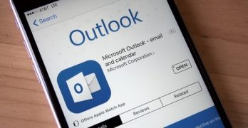 Turn off the light! Outlook for Windows will have dark reading pane mode soon